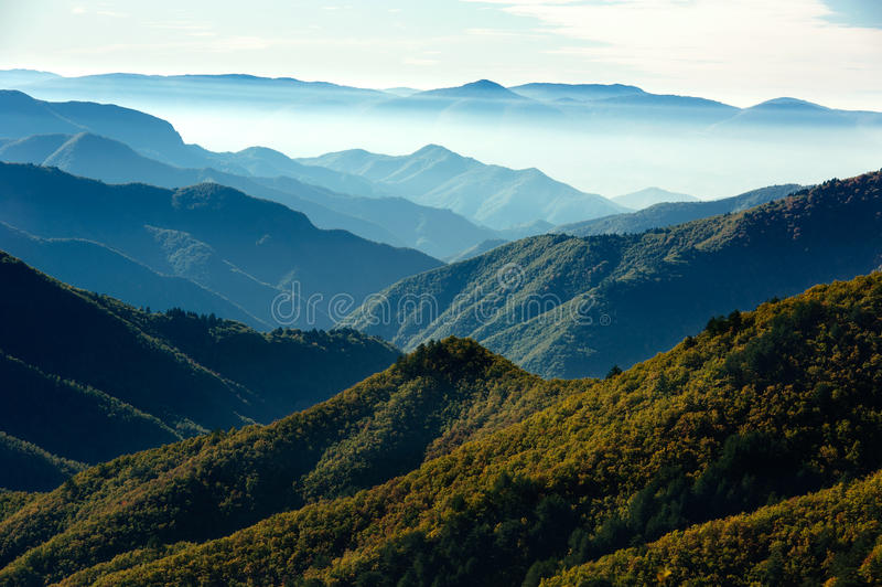 σειρά πανοράματος βουνών στοκ φωτογραφίες
