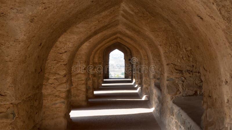 Σειρά πορτών που καλούνται Mehrab στη Rani Rupmati παλάτι-Mandu, Ινδία στοκ εικόνες
