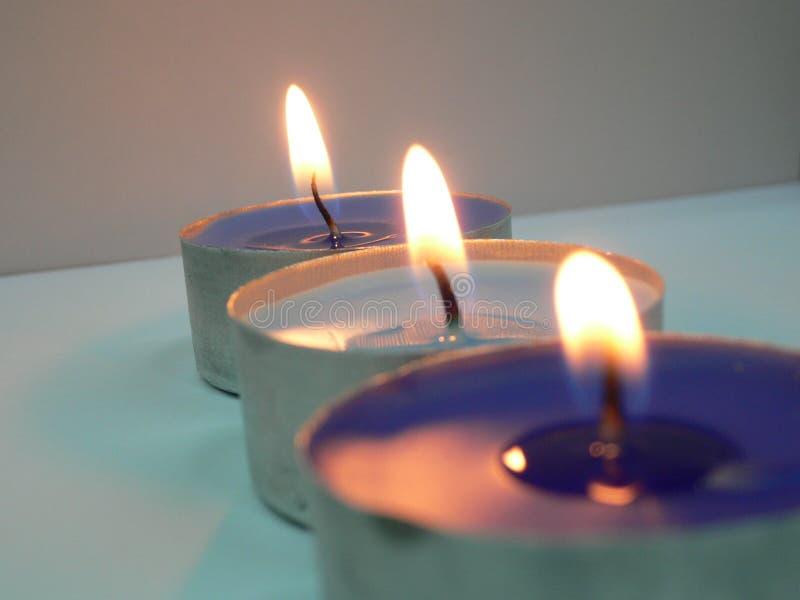 Download σειρά 3 κεριών στοκ εικόνες. εικόνα από αγνότητα, κερί - 103546