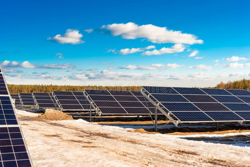 Σειρές των τμημάτων των ηλιακών πλαισίων στοκ φωτογραφία με δικαίωμα ελεύθερης χρήσης