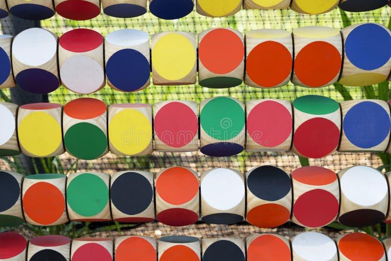 Σειρές των χρωματισμένων κύβων στοκ εικόνα