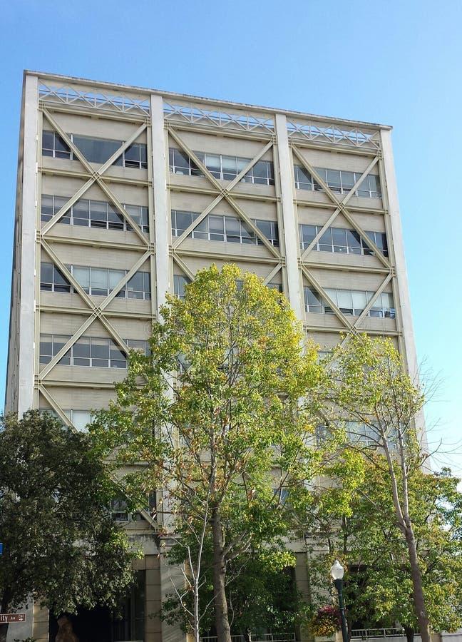 Σεισμός-ενισχυμένο κτίριο γραφείων στοκ εικόνες
