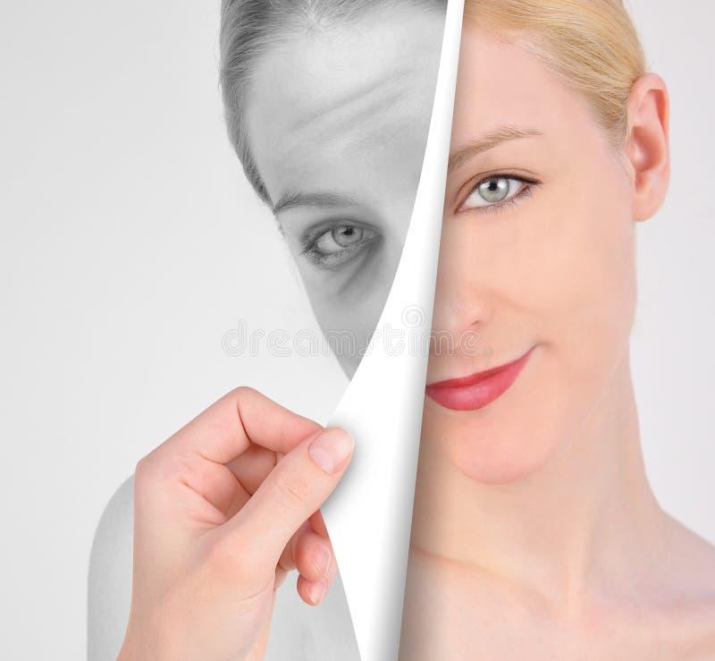 Σελίδα στροφής στο παλαιό μάτι ρυτίδων στη νεολαία στοκ φωτογραφία με δικαίωμα ελεύθερης χρήσης