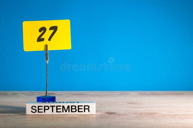 27 Σεπτεμβρίου Ημέρα 27 του μήνα, ημερολόγιο στο δάσκαλο ή το σπουδαστή, πίνακας μαθητών με το κενό διάστημα για το κείμενο, διάσ στοκ φωτογραφίες