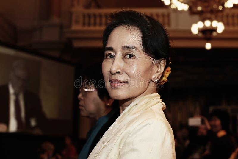 17 Σεπτεμβρίου 2013 - διάσκεψη ΦΟΡΟΥΜ 2000 στην ΠΡΑΓΑ Ο ηγέτης Aung San Suu Kyi αντίθεσης έχει υπαινιχτεί στη νίκη σε Myanmar's στοκ φωτογραφία