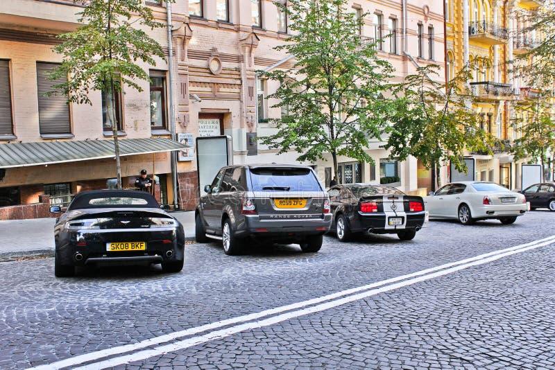 3 Σεπτεμβρίου 2012, Κίεβο, Ουκρανία  Άστον Martin πλεονέκτημ μάστανγκ & Maserati Quattroporte Volante & της Ford στοκ φωτογραφία