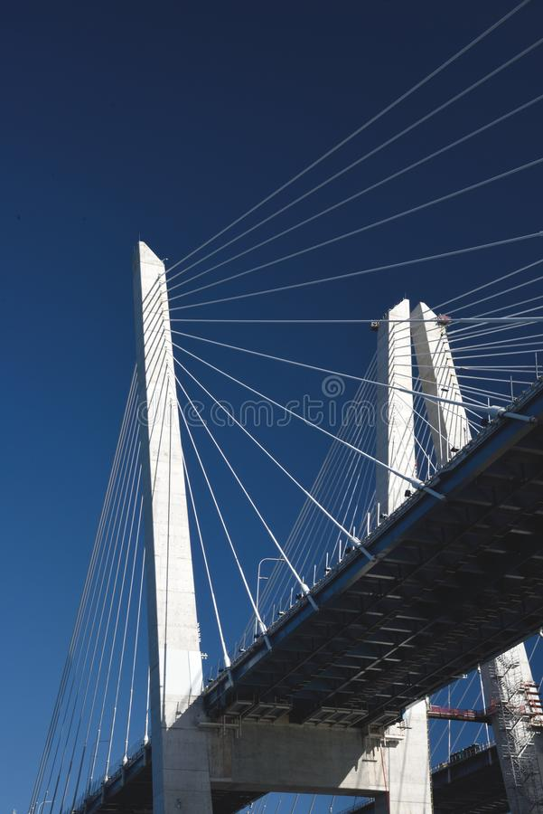 23 Σεπτεμβρίου 2017, ο ποταμός του Hudson, κράτος της Νέας Υόρκης Οι πύργοι μιας έκτασης του νέου Mario Μ Γέφυρα καλώδιο-παραμονή στοκ φωτογραφίες