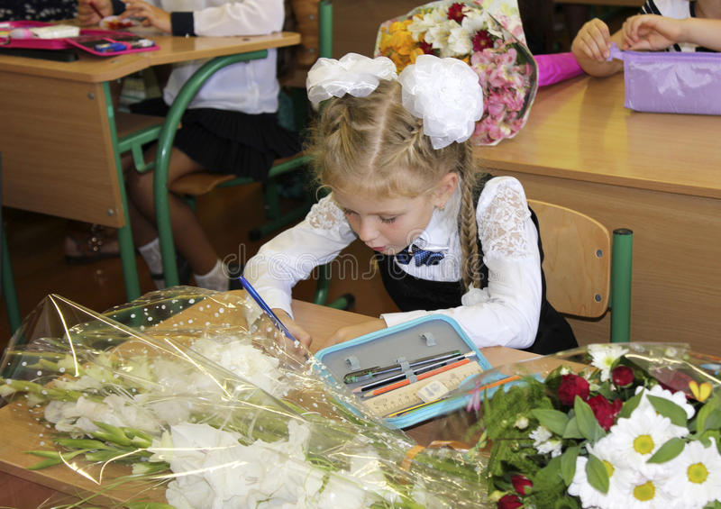 1 Σεπτεμβρίου, το πρώτο μάθημα στο σχολείο στοκ εικόνες με δικαίωμα ελεύθερης χρήσης