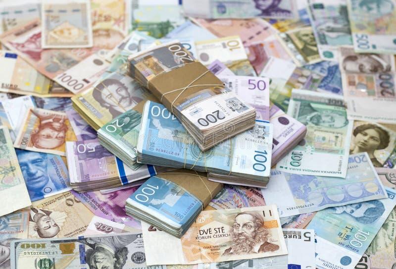 Σερβικό Δηνάριο και ένα άλλο νόμισμα στοκ εικόνες