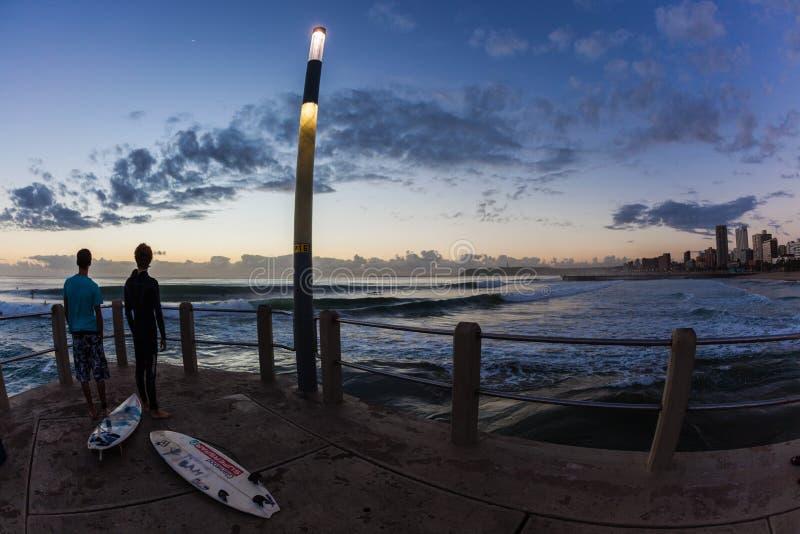 Σερφ της παραλίας της Dawn Sunrise Ocean Waves Ντάρμπαν στοκ φωτογραφία