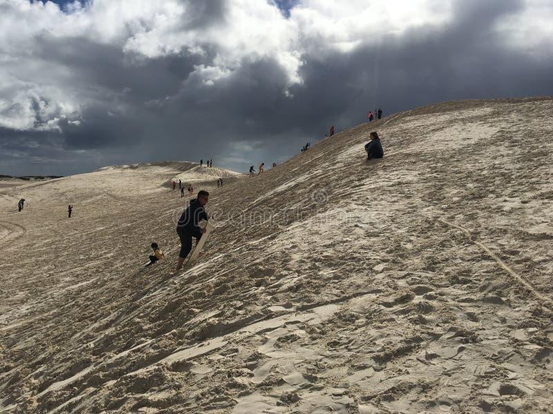 Σερφ των αμμόλοφων άμμου στην Αυστραλία στοκ εικόνα με δικαίωμα ελεύθερης χρήσης