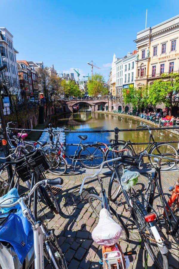 Σε ένα κανάλι στην Ουτρέχτη, Κάτω Χώρες στοκ φωτογραφία με δικαίωμα ελεύθερης χρήσης