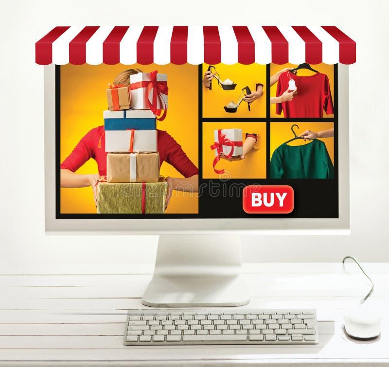 Σε απευθείας σύνδεση έννοια αγορών Διαδικτύου με τον υπολογιστή και το κάρρο στοκ φωτογραφίες με δικαίωμα ελεύθερης χρήσης