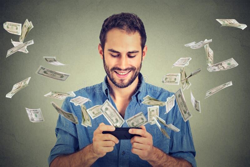 Σε απευθείας σύνδεση τραπεζική μεταφορά χρημάτων τεχνολογίας, έννοια ηλεκτρονικού εμπορίου στοκ φωτογραφίες με δικαίωμα ελεύθερης χρήσης