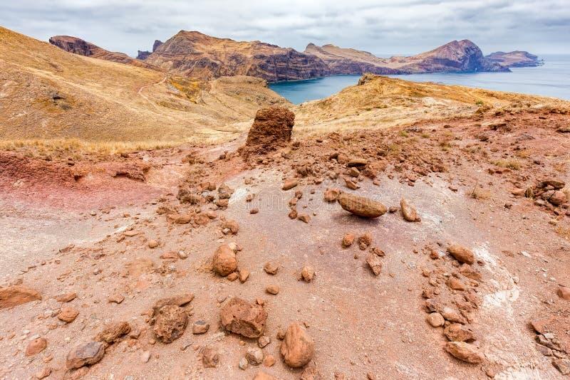 Σεληνιακό τοπίο Moonscape με τους βράχους στο νησί Μαδέρα στοκ εικόνα