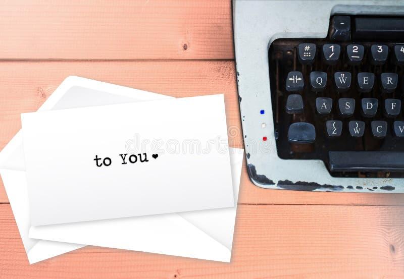 Σε σας, το κείμενο επιστολών αγάπης τυλίγει επάνω τις επιστολές στοκ εικόνα με δικαίωμα ελεύθερης χρήσης