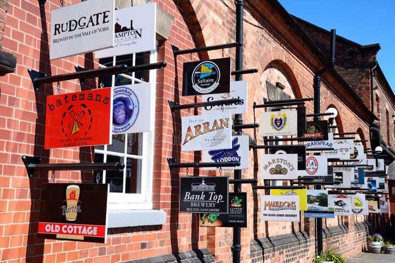 Σημάδια ζυθοποιείων, Burton επάνω στο Trent στοκ φωτογραφία με δικαίωμα ελεύθερης χρήσης