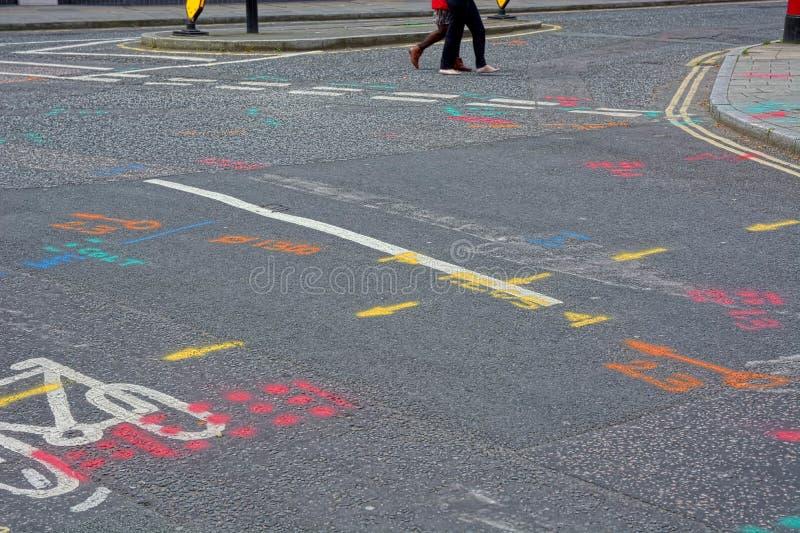 Σημάδια οδικής επισκευής σύγχυσης στοκ εικόνα με δικαίωμα ελεύθερης χρήσης