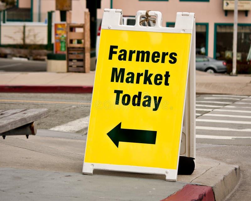 Σημάδι αγοράς αγροτών - χαρτόνι σάντουιτς στοκ εικόνες με δικαίωμα ελεύθερης χρήσης