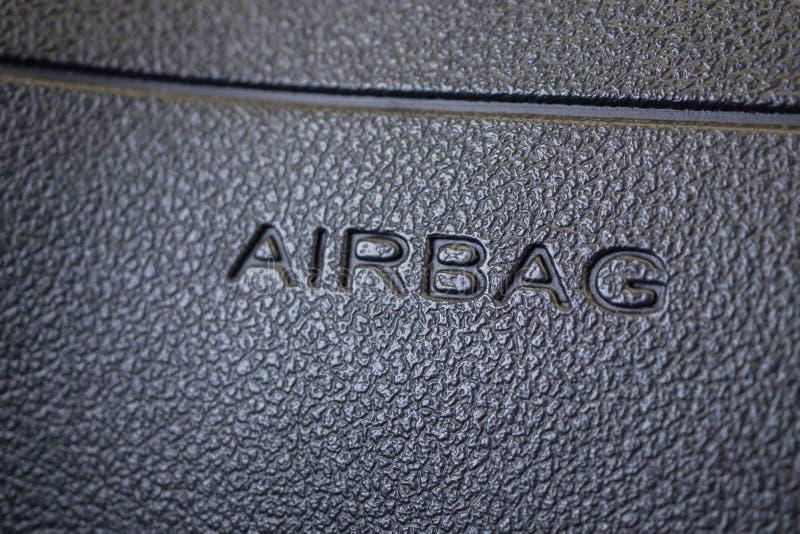 Σημάδι αερόσακων ασφάλειας στο σύγχρονο αυτοκίνητο στοκ φωτογραφία