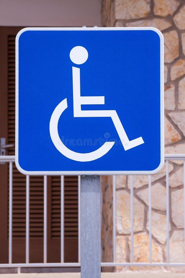 Σημάδι αναπηρίας στην οδό ελεύθερη απεικόνιση δικαιώματος