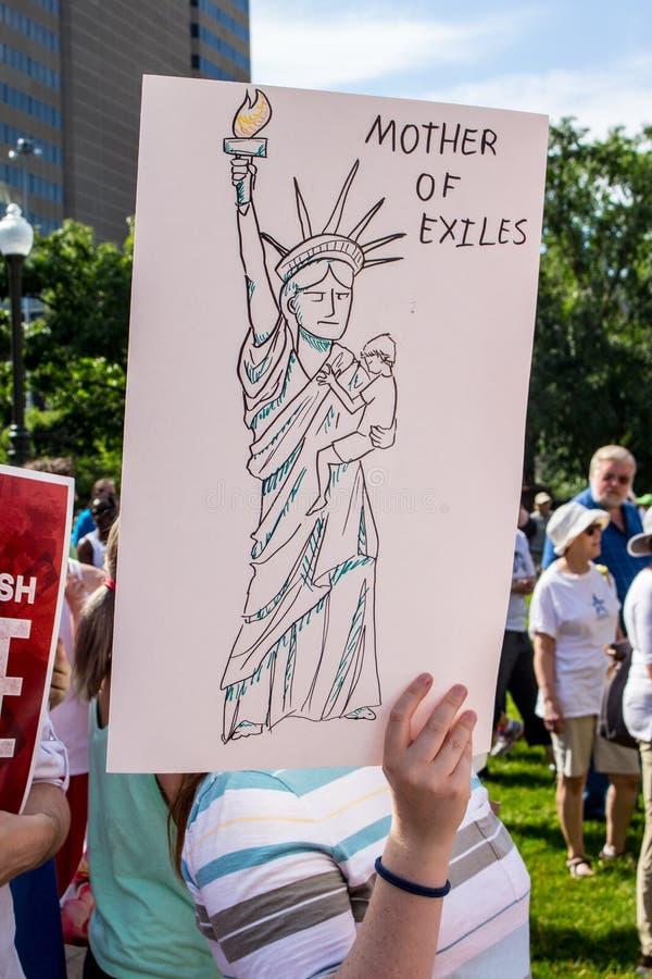 Σημάδι διαμαρτυρίας που απεικονίζει το άγαλμα της ελευθερίας στοκ εικόνες με δικαίωμα ελεύθερης χρήσης