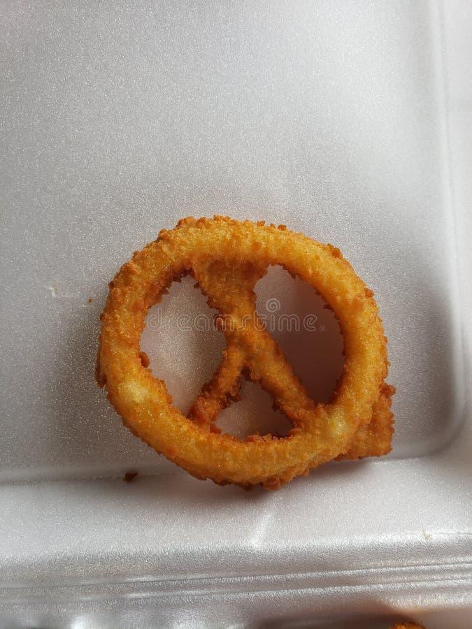 Σημάδι ειρήνης δαχτυλιδιών κρεμμυδιών στοκ εικόνα με δικαίωμα ελεύθερης χρήσης