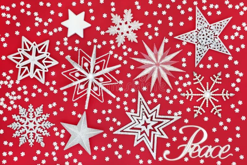 Σημάδι ειρήνης Χριστουγέννων με τα αστέρια και Snowflakes στοκ εικόνα