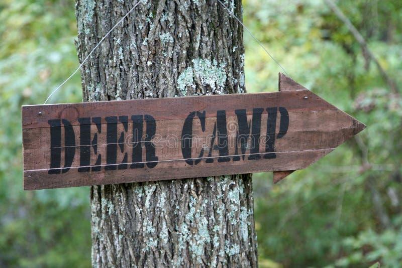 σημάδι ελαφιών στρατόπεδω& στοκ εικόνες
