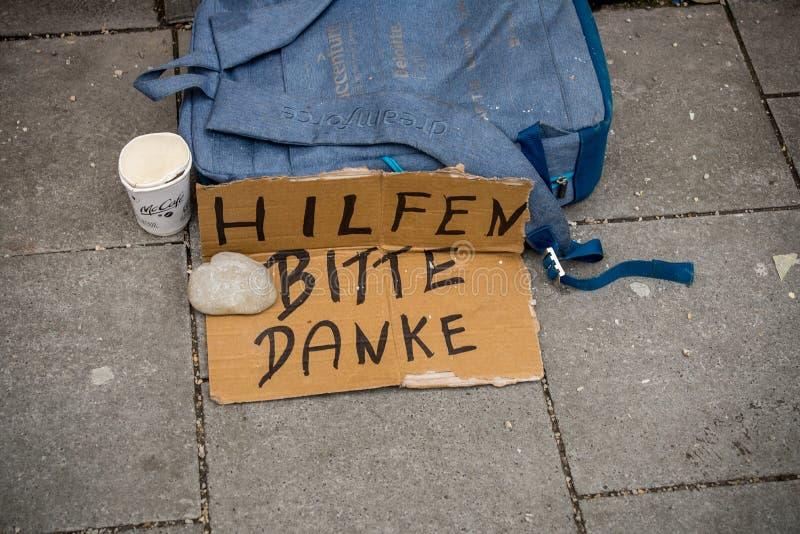 Σημάδι επαιτών στην οδό στοκ εικόνα με δικαίωμα ελεύθερης χρήσης