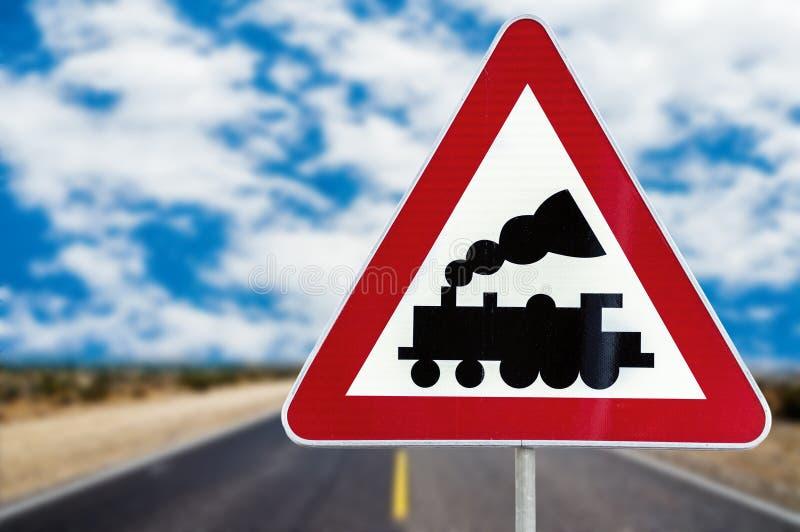 Σημάδι ισόπεδου περάσματος σιδηροδρόμου χωρίς το εμπόδιο ή πύλη μπροστά η ράβδος στοκ φωτογραφίες