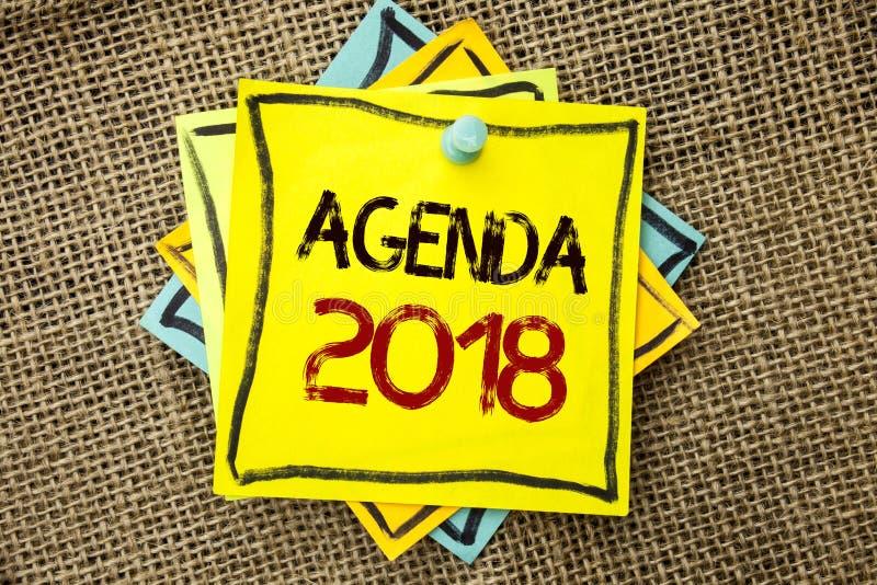 Σημάδι κειμένων που παρουσιάζει ημερήσια διάταξη 2018 Τα εννοιολογικά πράγματα προγραμματισμού στρατηγικής φωτογραφιών οι μελλοντ στοκ φωτογραφία