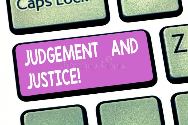 Σημάδι κειμένων που παρουσιάζει την κρίση και δικαιοσύνη Εννοιολογικό σύστημα φωτογραφιών των νόμων σε μια χώρα που κρίνει την πα στοκ φωτογραφίες