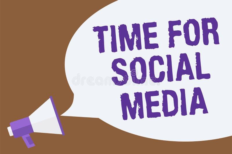 Σημάδι κειμένων που παρουσιάζει χρόνο για τα κοινωνικά μέσα Η εννοιολογική φωτογραφία που συναντά τους νέους φίλους που συζητούν  απεικόνιση αποθεμάτων