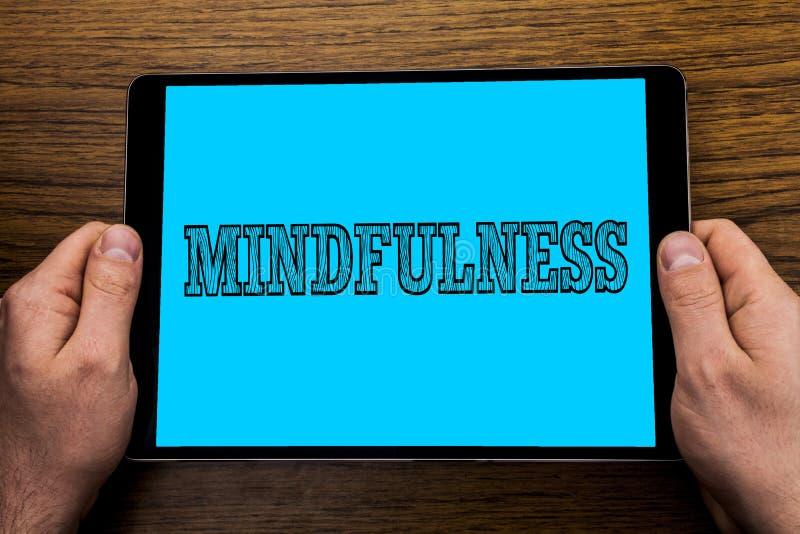 Σημάδι κειμένων που παρουσιάζει Mindfulness Η εννοιολογική φωτογραφία που είναι συνειδητή ηρεμία συνειδητοποίησης δέχεται τις σκέ στοκ φωτογραφία με δικαίωμα ελεύθερης χρήσης
