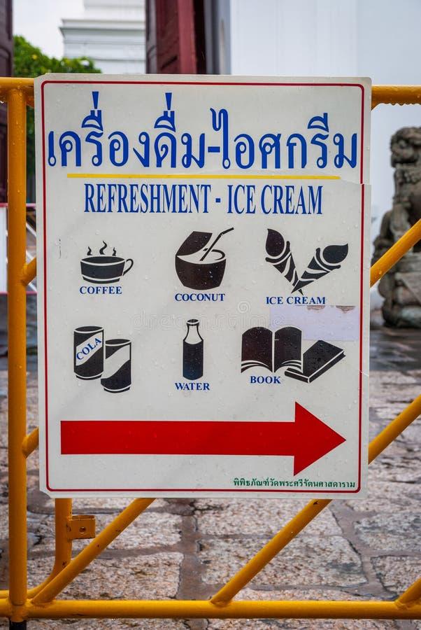 Σημάδι με τις ταϊλανδικές ανανεώσεις στοκ εικόνες