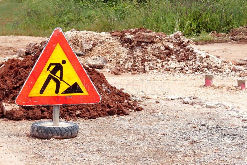 Σημάδι οδικών εργασιών για τις οικοδομές, δρόμος, κατασκευή πεζοδρομίων Κυκλοφορία, δρόμος προειδοποιητικών σημαδιών που επισκευά στοκ εικόνα με δικαίωμα ελεύθερης χρήσης
