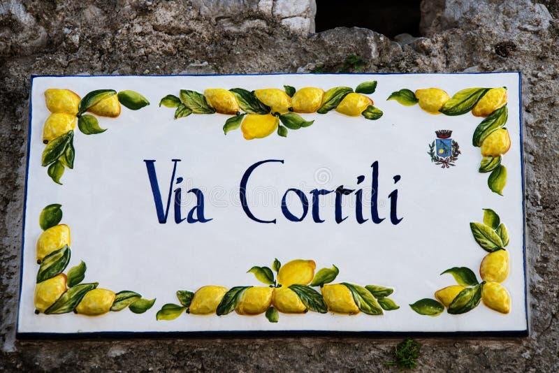 Σημάδι οδών σε Limone, Limone, λίμνη Garda, Ιταλία, Ευρώπη στοκ φωτογραφίες