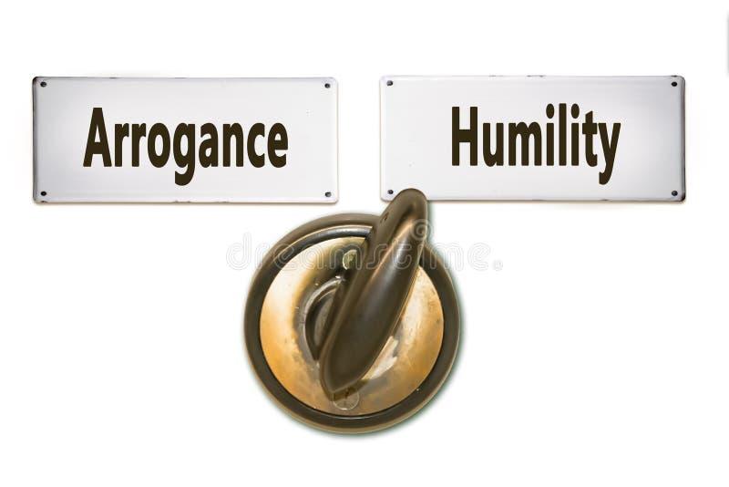 Σημάδι οδών στην ταπεινότητα εναντίον της υπεροψίας στοκ φωτογραφίες