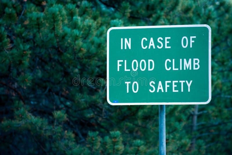 σημάδι πλημμυρών κινδύνου στοκ φωτογραφία