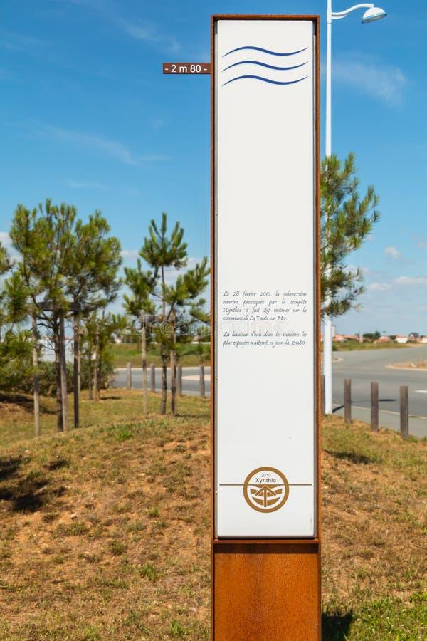 Σημάδι που δείχνει το ύψος του νερού που επιτυγχάνεται στις 28 Φεβρουαρίου 2010 στοκ εικόνες