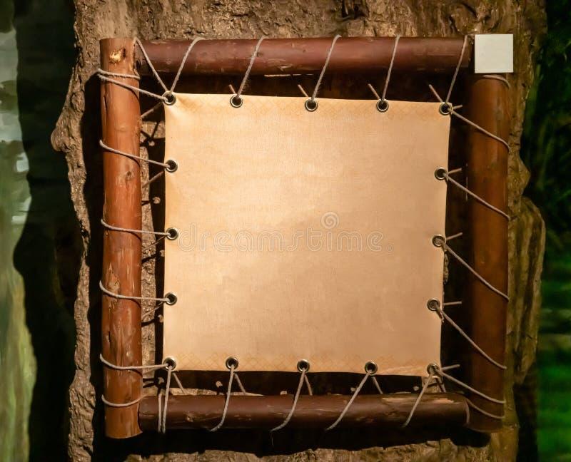 Σημάδι προτύπων θέματος ζουγκλών και φύσης με το ξύλινο πλαίσιο στοκ εικόνα με δικαίωμα ελεύθερης χρήσης