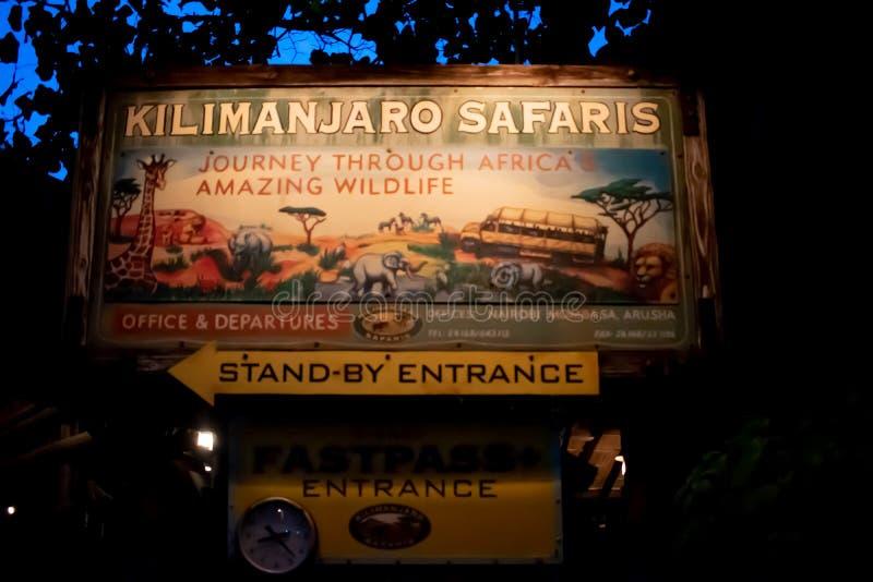 Σημάδι σαφάρι Kilimanjaro στο ζωικό βασίλειο στοκ φωτογραφία με δικαίωμα ελεύθερης χρήσης