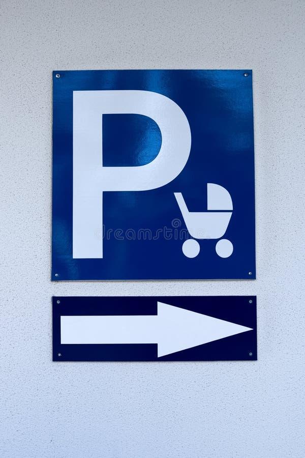 Σημάδι στάθμευσης για τους περιπατητές μωρών στοκ φωτογραφίες
