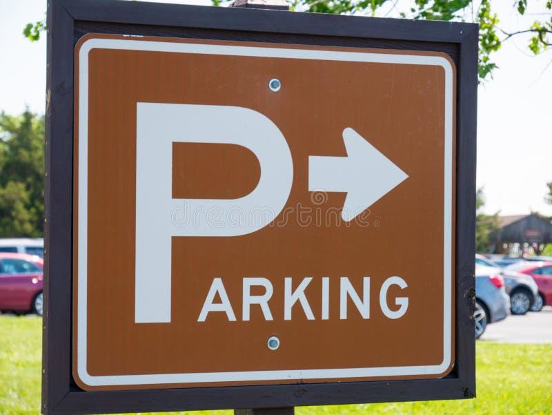 Σημάδι στάθμευσης στο πάρκο στοκ εικόνες