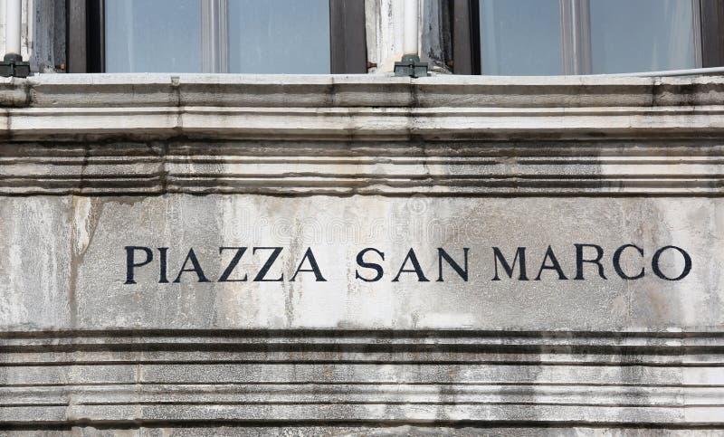 Σημάδι στην ΠΛΑΤΕΙΑ SAN MARCO της Βενετίας που σημαίνει το τετράγωνο σημαδιών Αγίου μέσα στοκ εικόνες