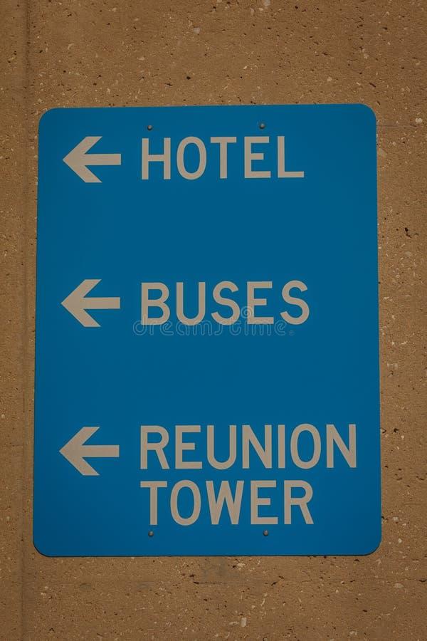 Σημάδι στον πύργο συγκέντρωσης, Ντάλλας, Λευκό, σημάδια στοκ εικόνες