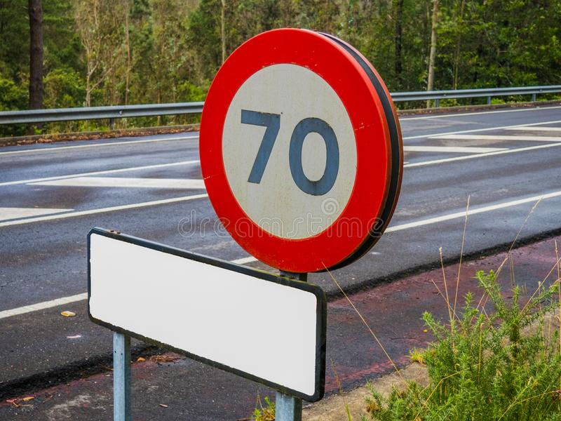 Σημάδι της ταχύτητας ορίου 70 χιλιόμετρα ανά ώρα στοκ φωτογραφίες με δικαίωμα ελεύθερης χρήσης