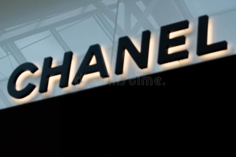 Σημάδι της Chanel στη λεωφόρο στις χιλιετίες 17 στοκ φωτογραφίες με δικαίωμα ελεύθερης χρήσης