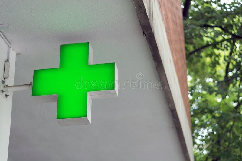 Σημάδι του σταυρού φαρμακείων στοκ φωτογραφία
